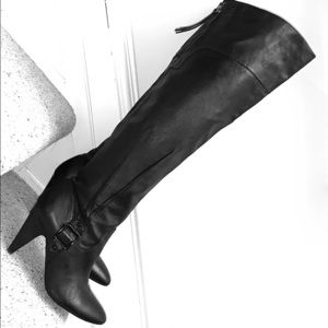 Jaw Dropping Leather Guess Boots